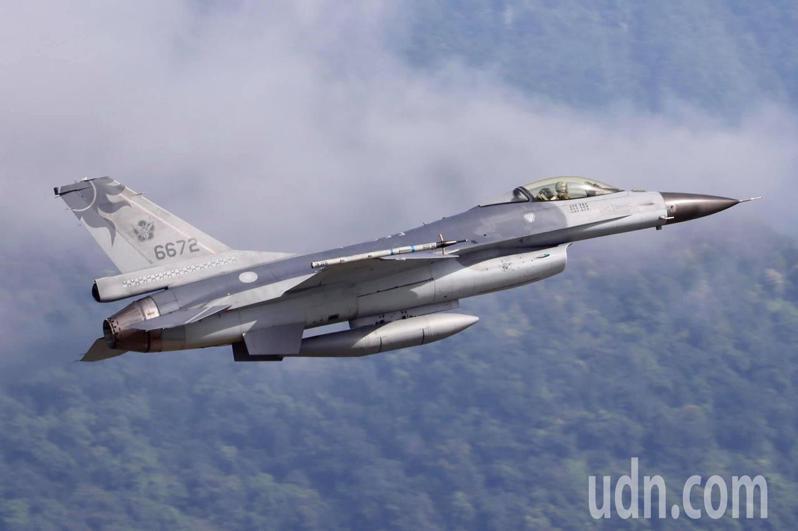 空軍花蓮基地F-16單座戰機晚間飛行官蔣正志上校駕駛失蹤。圖IG:rf16v提供