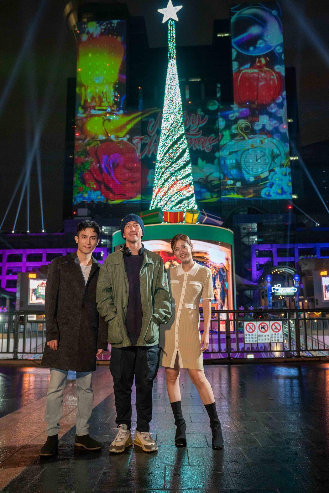 陳彥允(左起)、修杰楷、方志友在新北歡樂耶誕城合影。圖/TVBS提供