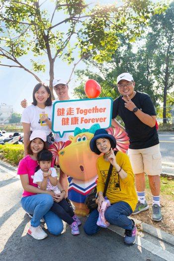 台灣人壽祖孫三代家庭健走活動,今年因應疫情改為線上活動,邀您一起持續透過家庭支持...