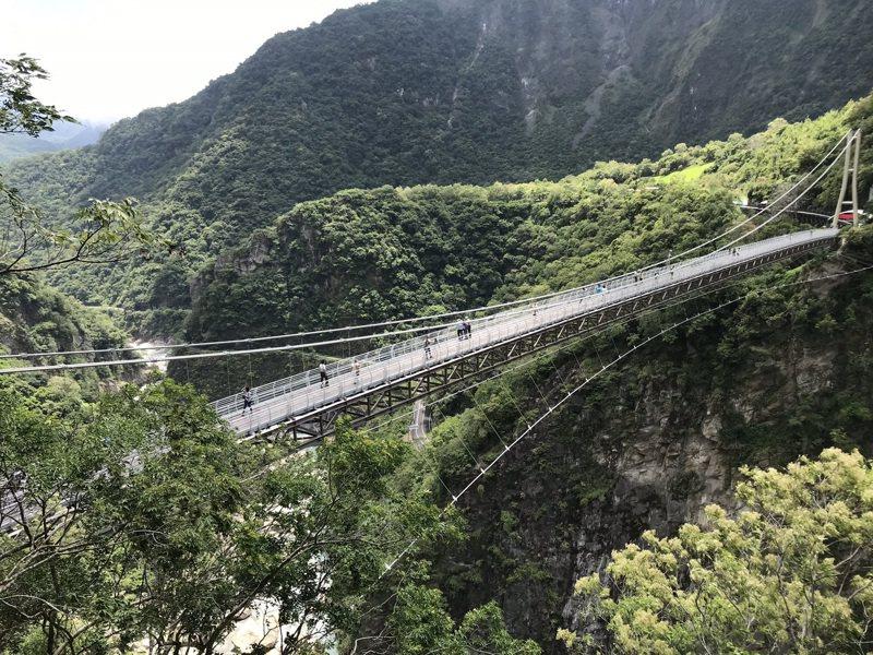 太魯閣國家公園內的山月吊橋是人氣景點,每天限量1000人次,預約券供不應求。本報資料照片