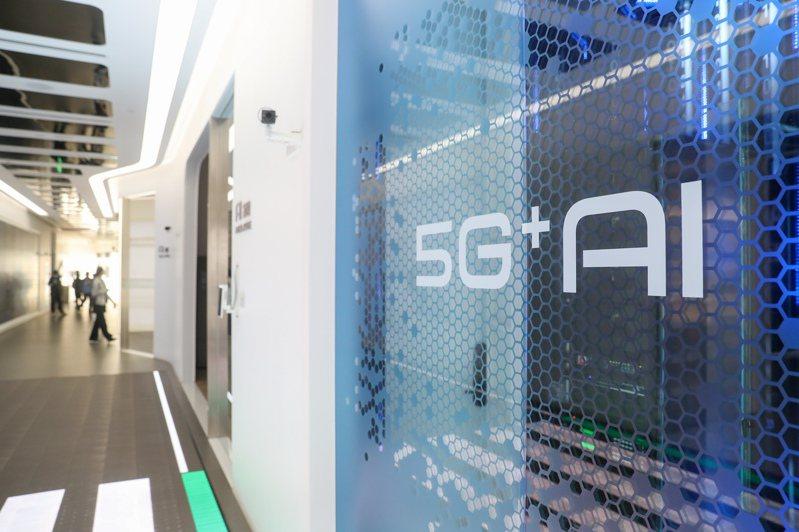 為打響「上海製造」品牌,上海正加快推動智能製造高質量發展。圖為上海張江人工智能島內部。(新華社)