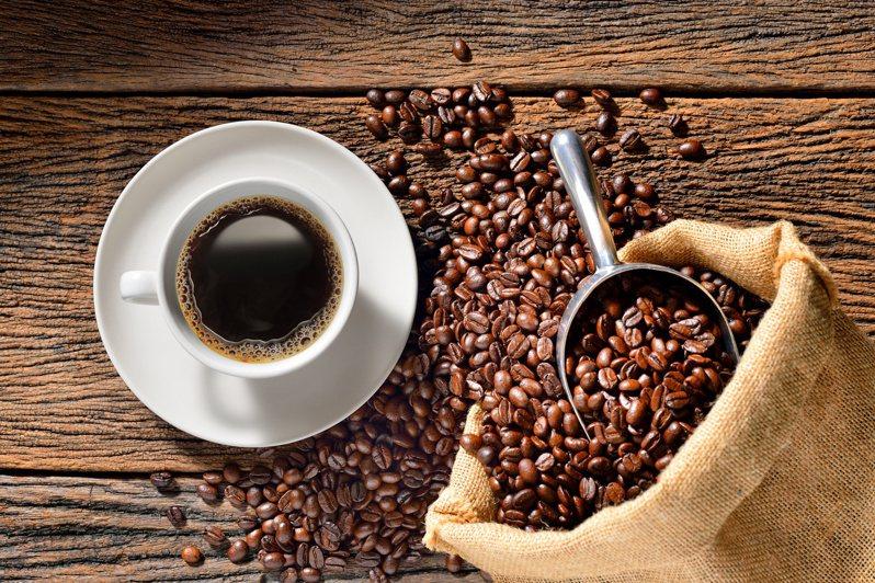 喝對咖啡,可以防癌、防失智,一天三杯為上限。圖╱123RF