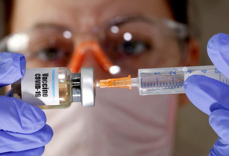 美國莫德納公司宣布,研發中的新冠疫苗有效性近百分之九十五。路透資料照片