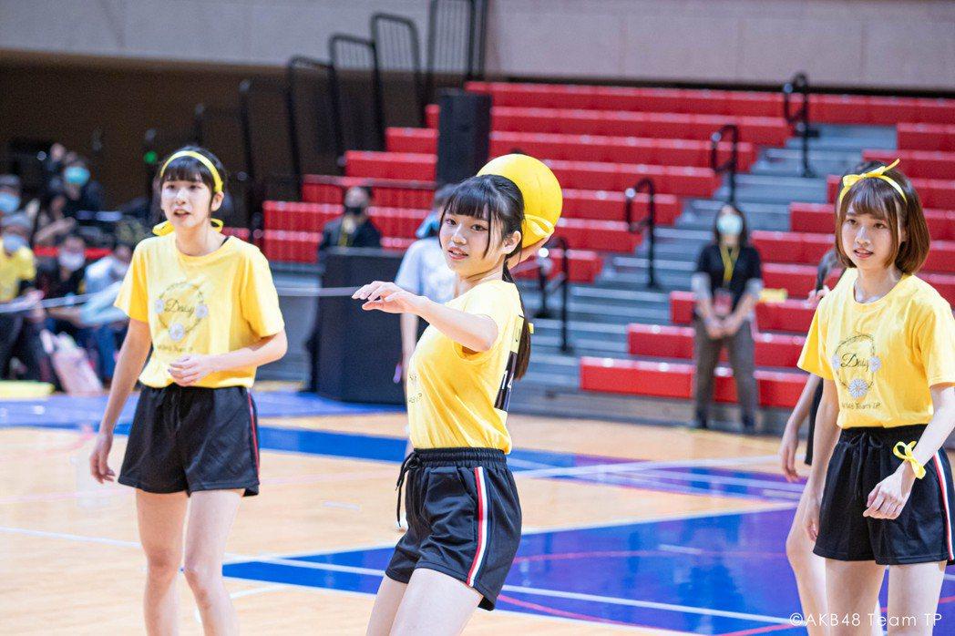 女團「AKB48 Team TP」成員宮田留佳(左起)、林佳霓、潘姿怡。圖/好言...