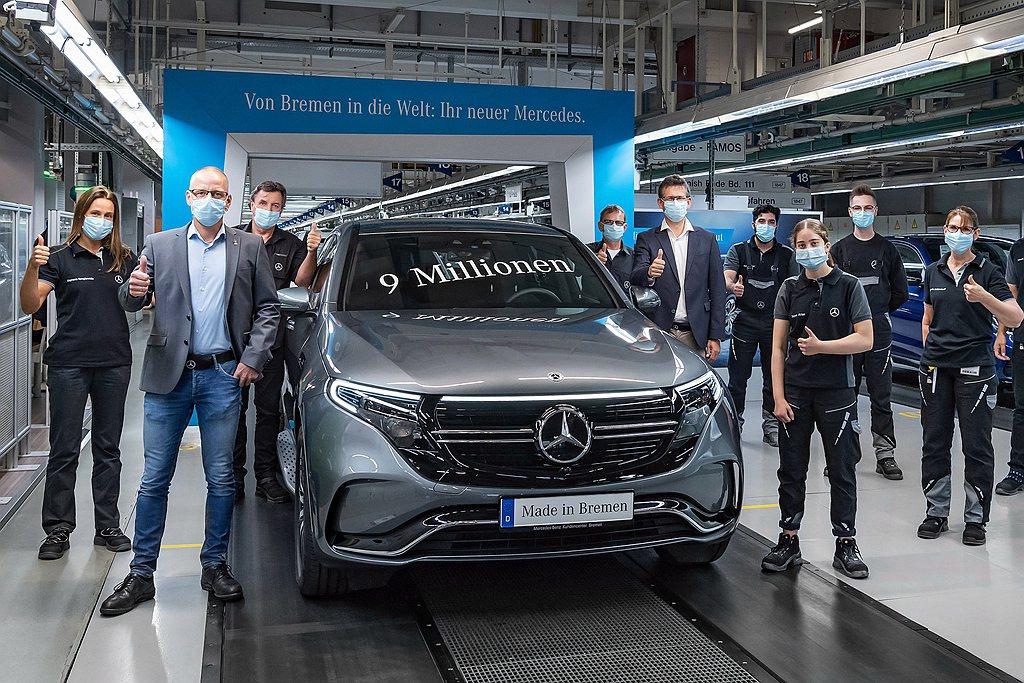 近年隨著電動化轉型之下,賓士Bremen廠也導入生產EQC電動車並於日前創造新紀...