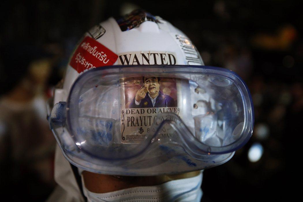 泰國示威至今已一個多月,然而隨著帕拉育動員黃衫軍與保皇黨的歸隊,爭議的國會修憲程...