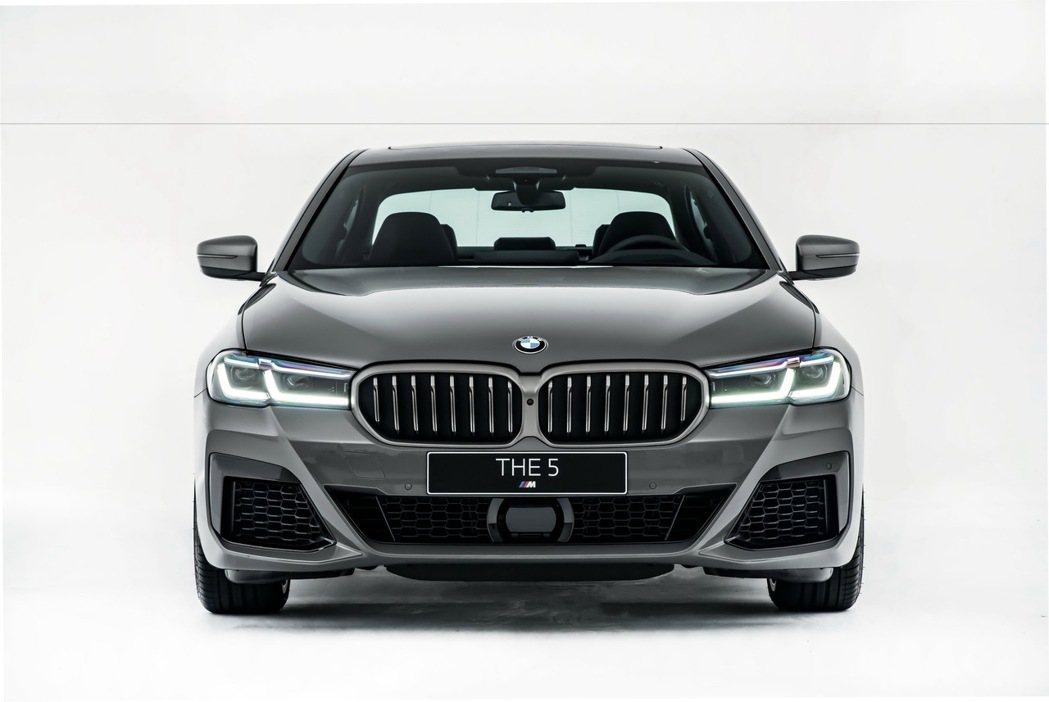 全新BMW M550i xDrive可榨出較前代車型多70匹的530匹最大馬力與...