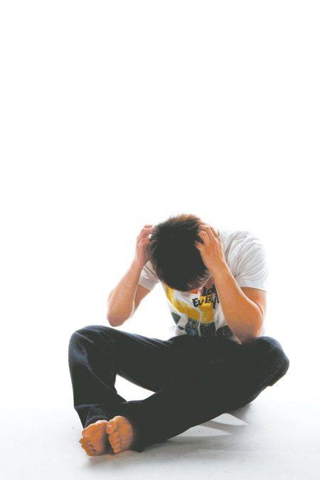 思覺失調症患者往往在青春期至成人早年發病,患者可能出現聽幻覺,或者妄想不存在的事情,若及早發現及早治療,有機會回復到正常生活。聯合報系資料照