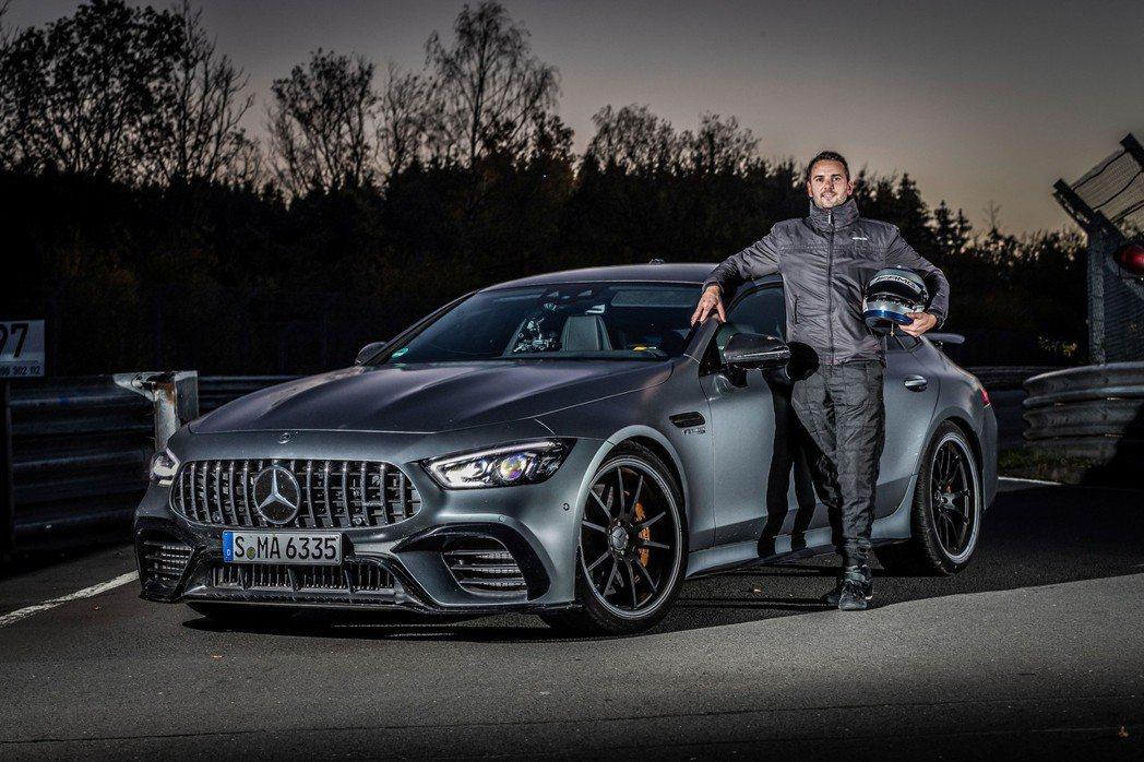 研發工程師Demian Schaffert與Mercedes-AMG GT 63...
