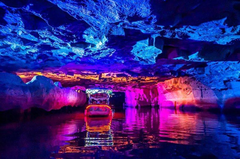 冬山河生態綠舟的鐵路涵洞,以光線營造獨特視覺景觀。 圖/攝影師賴建志提供