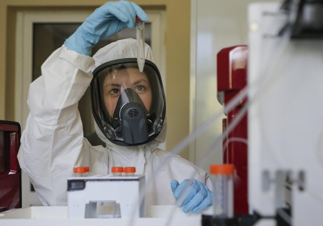 俄羅斯投資基金贊助的伽馬雷雅流病暨微生物國家中心研發了 Sputnik V,他們...