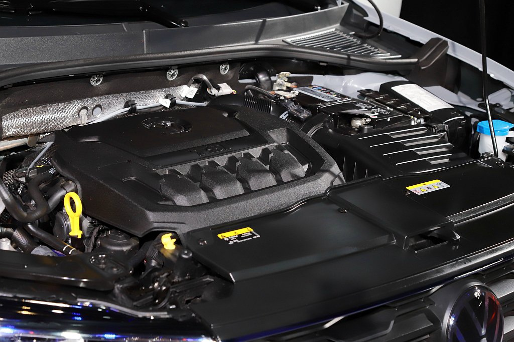 2.0L TSI引擎則給予強勁動能,展現超越同級的190ps最大馬力與32.6k...