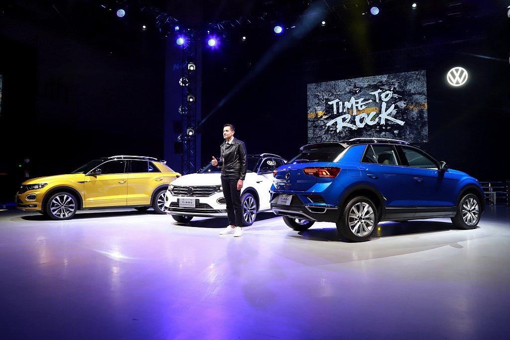 車身顏色方面,福斯T-Roc擁有7款單一車色,搭配黑色懸浮式車頂,共推出13種車...