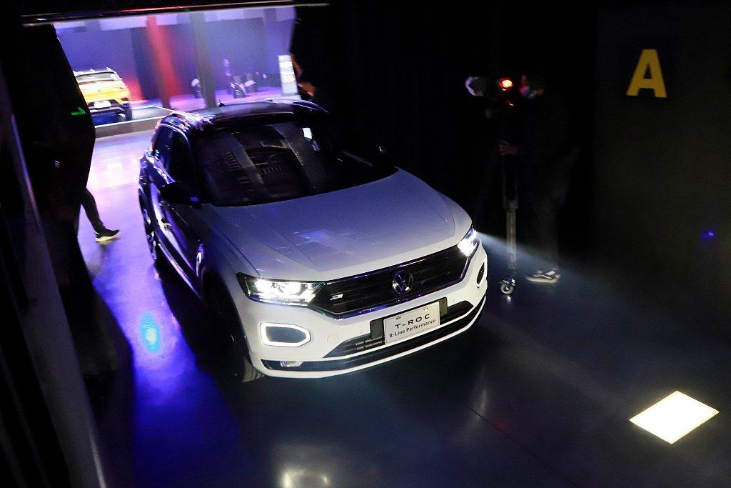 福斯T-Roc標配6具SRS氣囊和IQ.DRIVE智能駕駛輔助系統。 記者張振群...