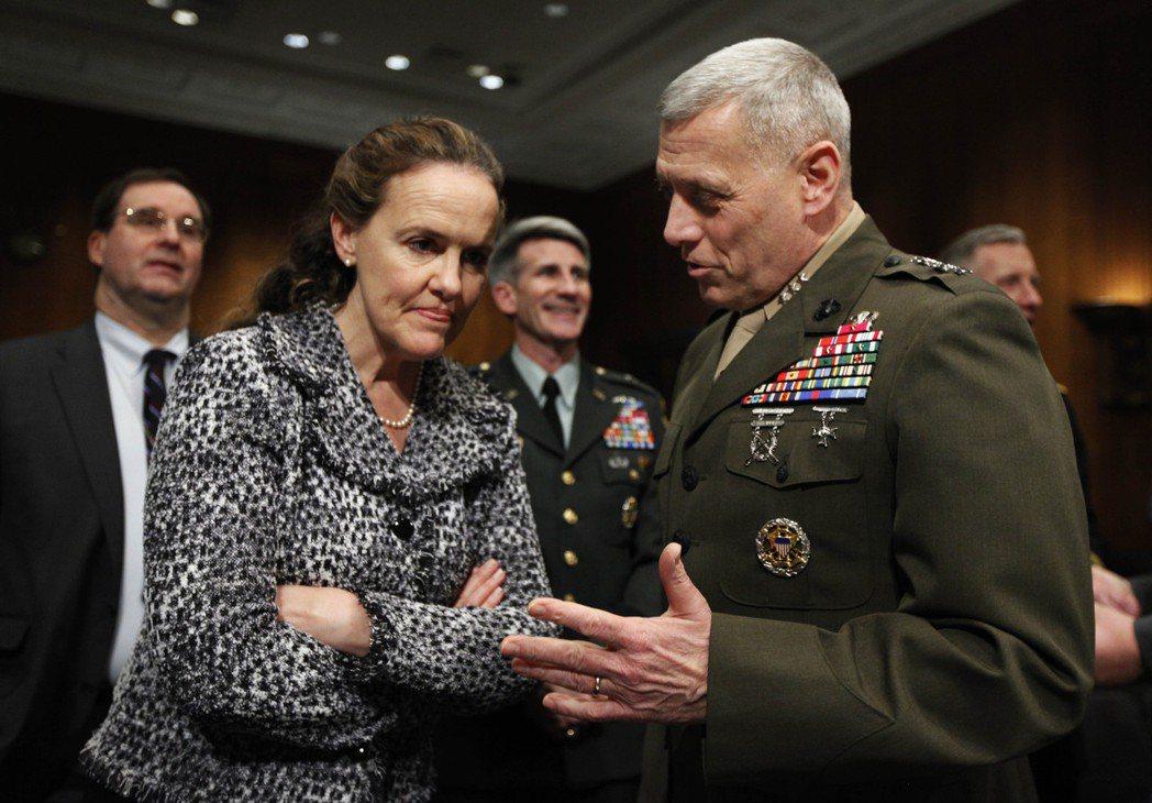 誰可能是新任美國國防部長?目前呼聲最高咸認為前國防部政策次長佛洛諾伊(左)。 圖/美聯社