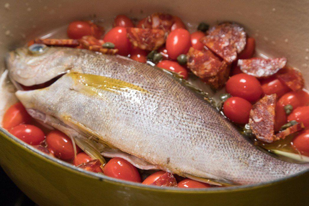 韓良憶的歐式烤魚清爽不油膩。記者陳立凱/攝影