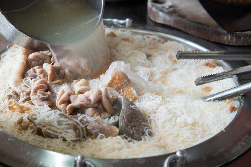 韓良憶來東門市場時必訪的米粉湯。記者陳立凱/攝影