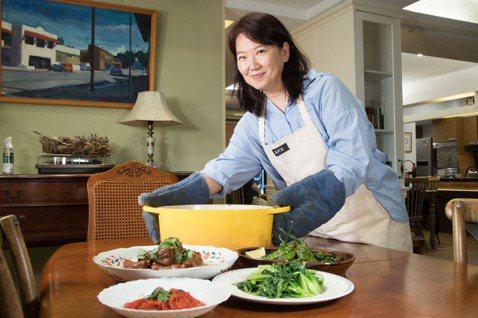 韓良憶做菜不只為家人,也會顧及自己的喜好。記者陳立凱/攝影
