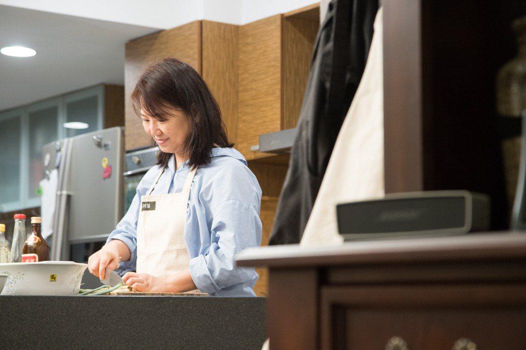 做菜是韓良憶回憶家人的方式之一。記者陳立凱/攝影