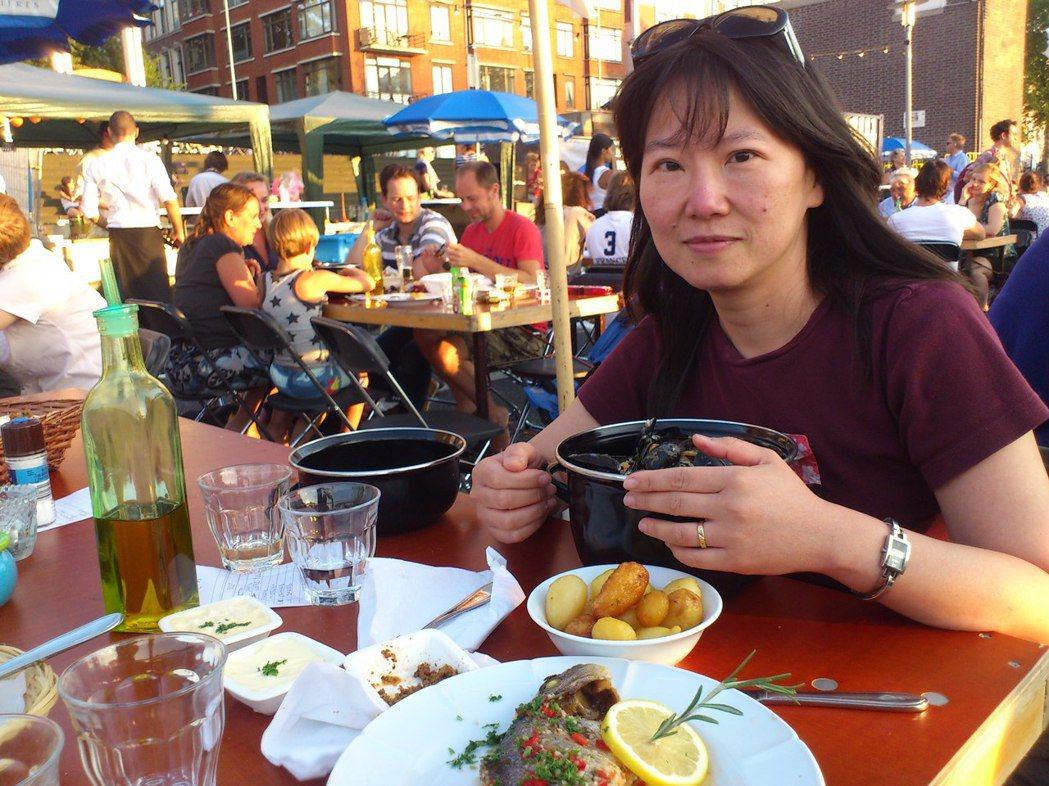 韓良憶於歐洲生活時也會探尋當地美食。圖/韓良憶 提供