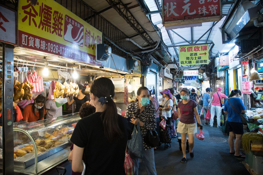 韓良憶認為菜市場才能看出季節流動。記者陳立凱/攝影