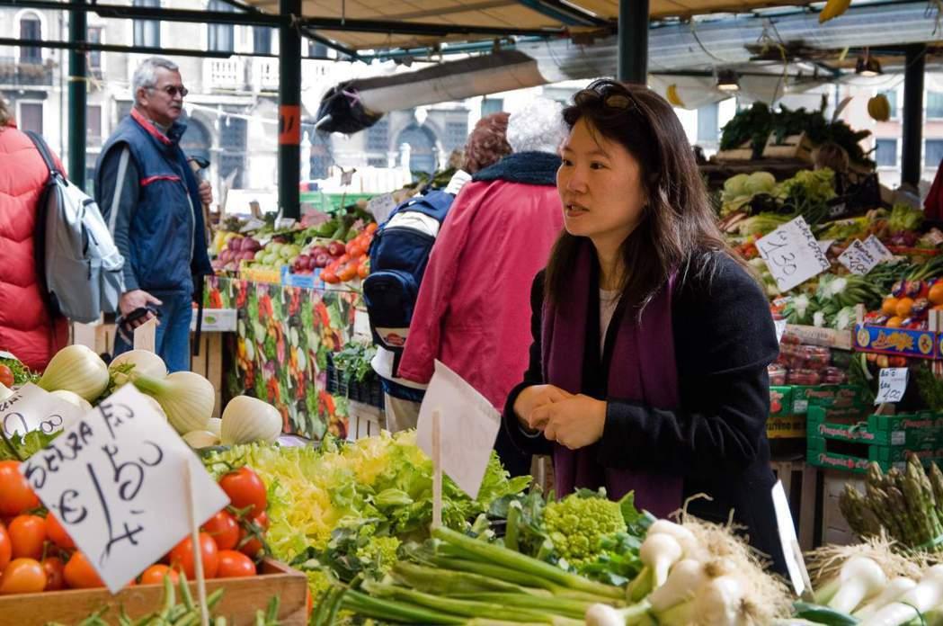 韓良憶長居荷蘭時也相當喜歡逛傳統市場。圖/韓良憶 提供