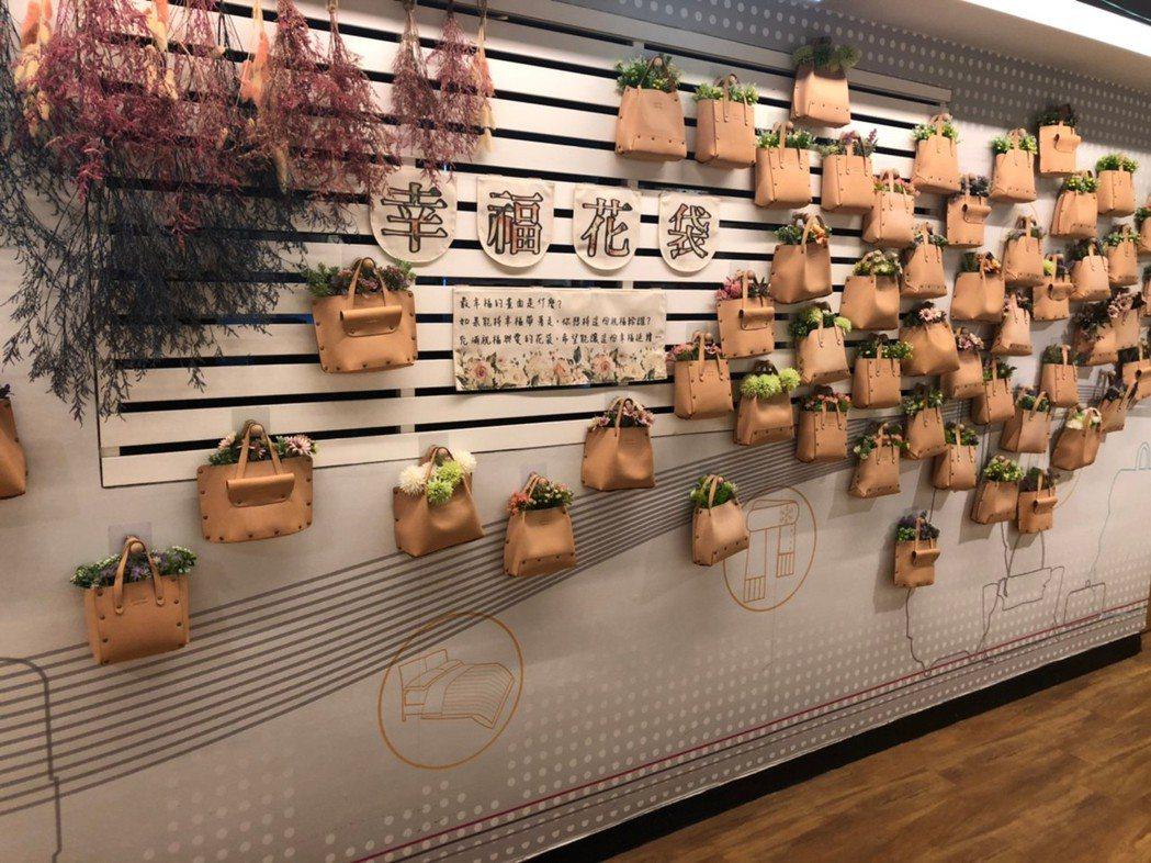 充滿質感與品味的花袋牆面,全部是由館內人員親自設計打造。 呂政道/攝影