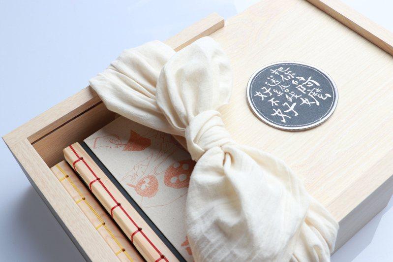 以滑蓋式木盒結合布包,傳承了阿嬤的智慧。(圖/尼普利 提供)