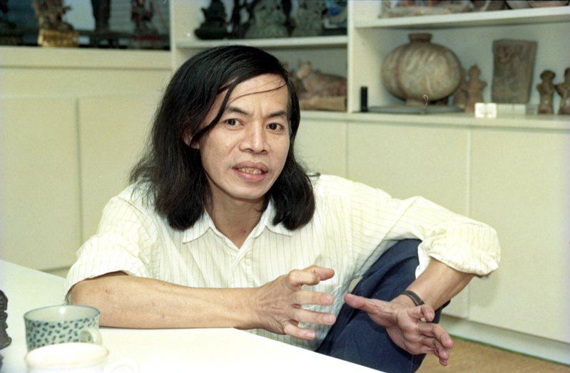 台灣漫畫家蔡志忠四十五歲時的照片,一頭飄逸長髮。本報資料照片