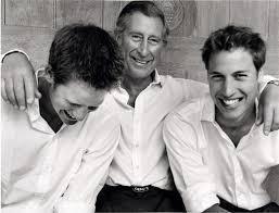 查爾斯王子(中)和兩個兒子曾經相處很親密,現卻大不如前。圖/路透資料照片