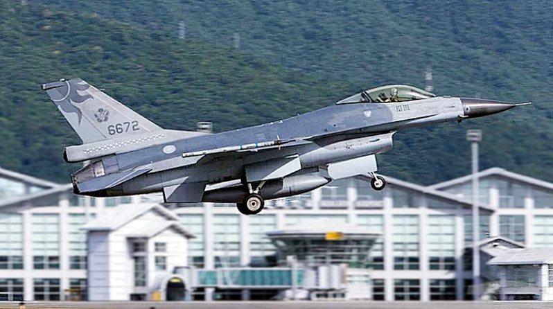 花蓮基地編號六六七二的F-16單座戰機。(軍聞社)
