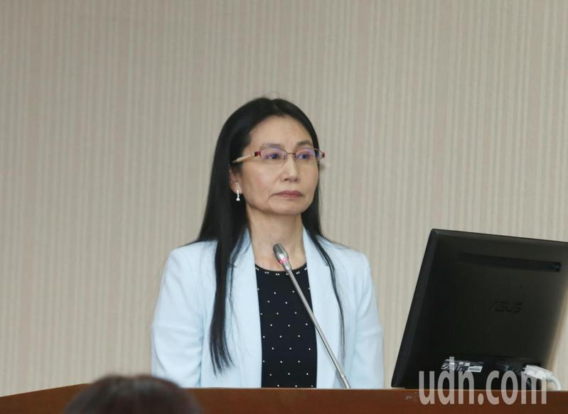 食藥署署長吳秀梅日前面對立委林淑芬提問疫苗受試出問題誰負責,回答由廠商負責。本報資料照片