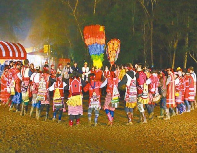 苗栗縣南庄鄉賽夏族巴斯達隘祭典,11月19日起3天在南庄鄉東河村向天湖舉行。圖/苗栗縣警局提供
