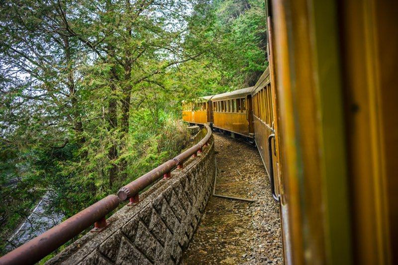 鐵道達人、攝影大師獨家帶路搭林鐵,百名額上線即秒殺。圖/雄獅旅遊提供