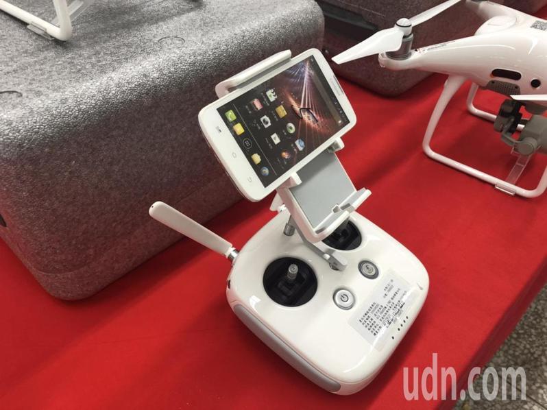 無人機智慧遙控設備。記者潘永鴻/攝影