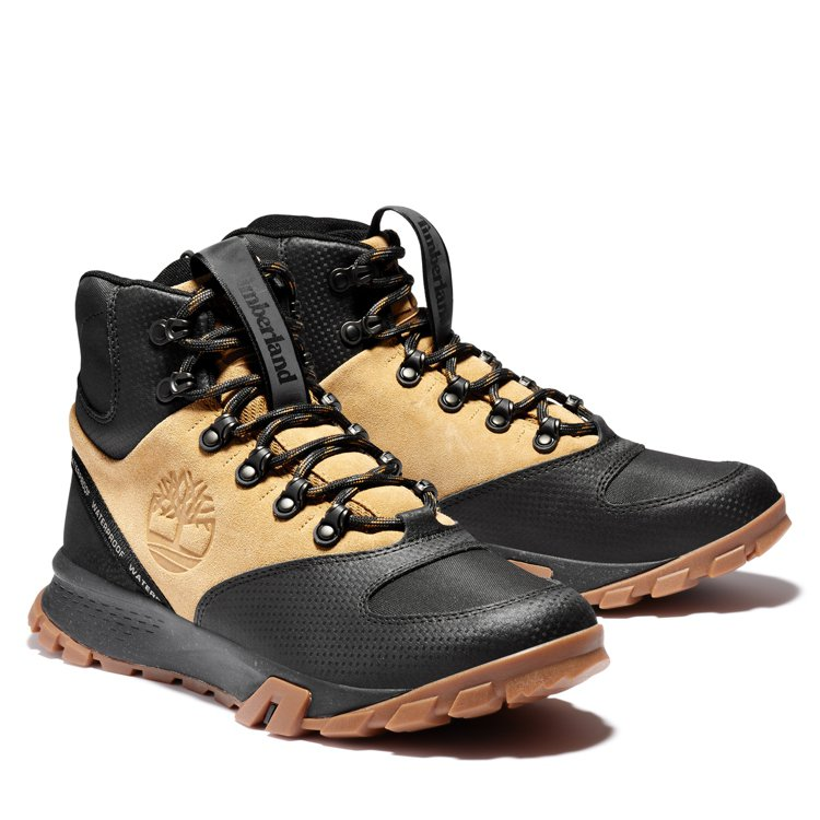 Timberland男款Garrison Trail防水高筒健行靴5,300元。...