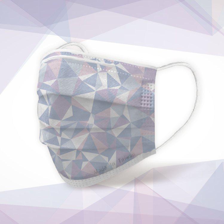 POYA寶雅獨家限定「MIT許願口罩」-冰晶紫款,50入盒裝售價399元,限量售...