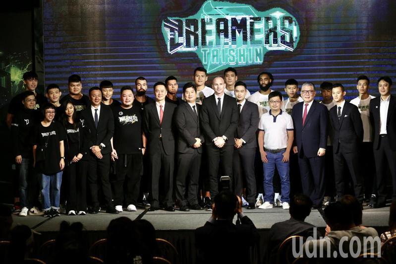 即將在12月19日擔綱新職籃P聯盟(P.League+)開幕戰主場球隊的寶島夢想家,在今天宣布獲得台新銀行冠名贊助,正式更名為「台新夢想家」。記者林俊良/攝影