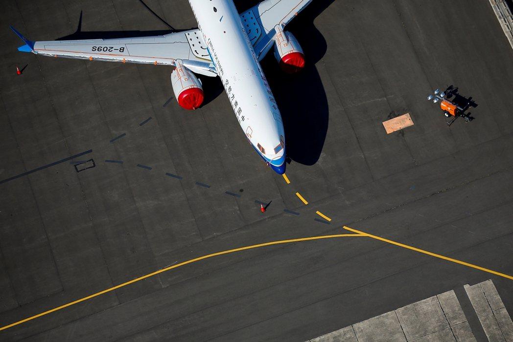 FAA宣布停飛解禁後,波音公司還需要完成現役同型機的軟硬體修正與機師追加訓練;之...