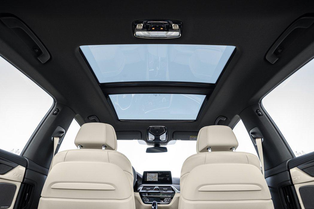 小改款BMW 6 Series Gran Turismo配備全景天窗。 圖/汎德...