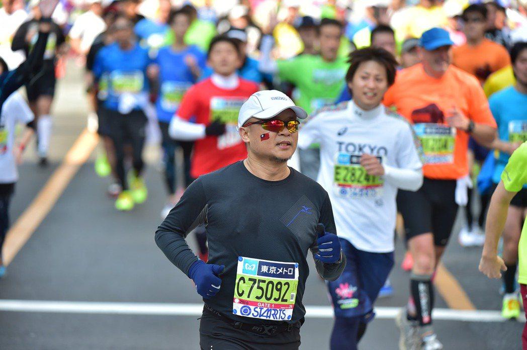 黑糖導演跑馬拉松。 圖/黃嘉俊提供