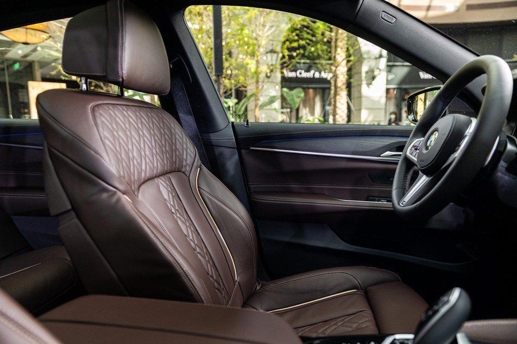 Nappa真皮菱格紋雙前座舒適型電動座椅含記憶功能。 圖/汎德提供