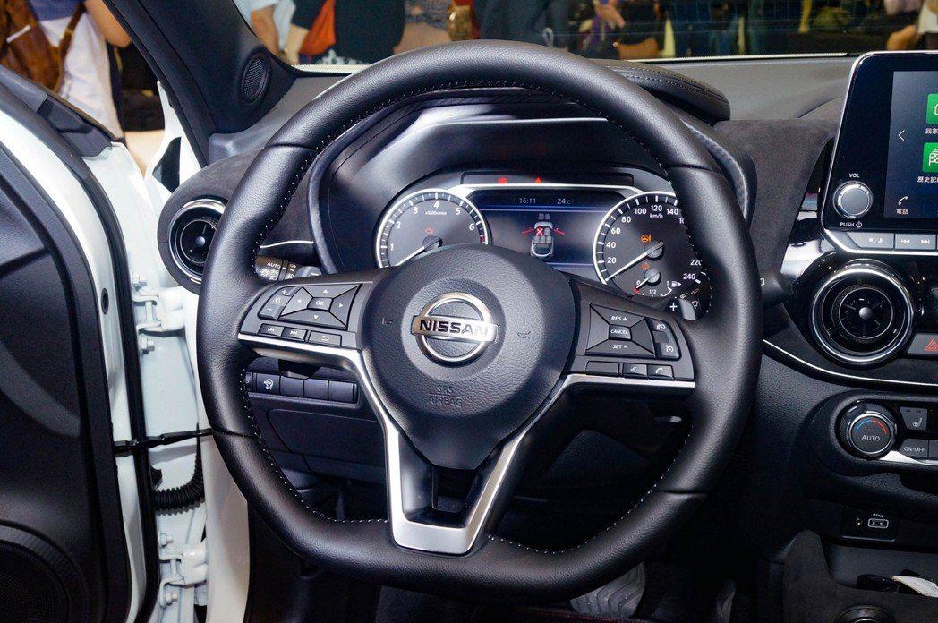 新世代D-Shape真皮方向盤。 記者趙駿宏/攝影