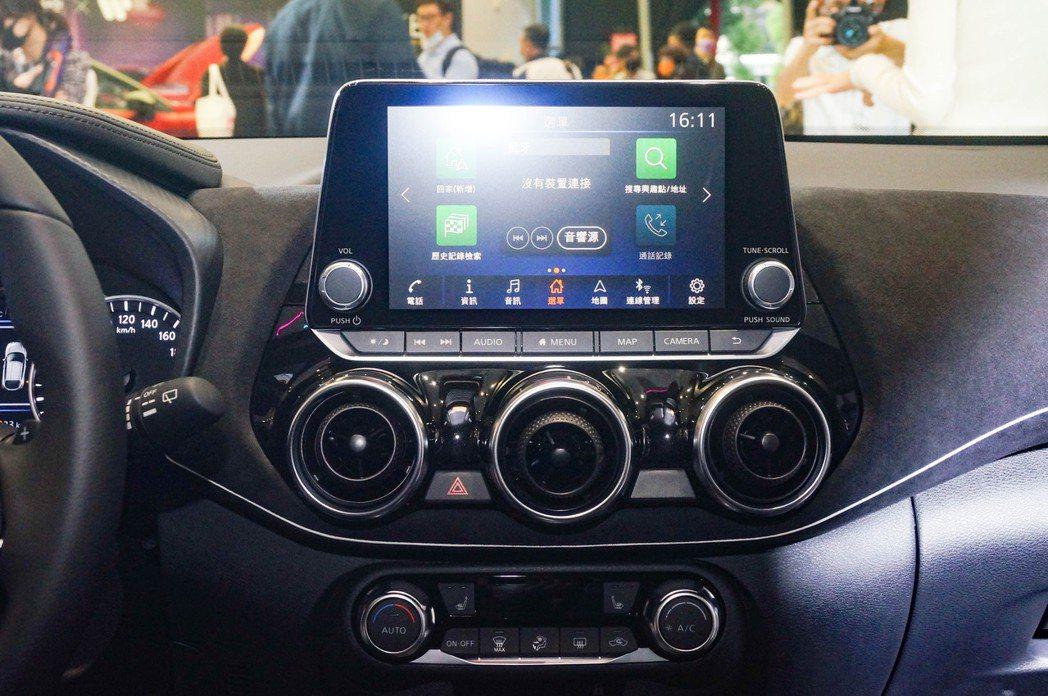 全車標配8吋智慧影音多媒體系統。 記者趙駿宏/攝影