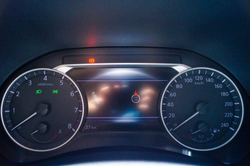 駕趣版」以上搭載7吋全彩多功能數位儀錶板。 記者趙駿宏/攝影