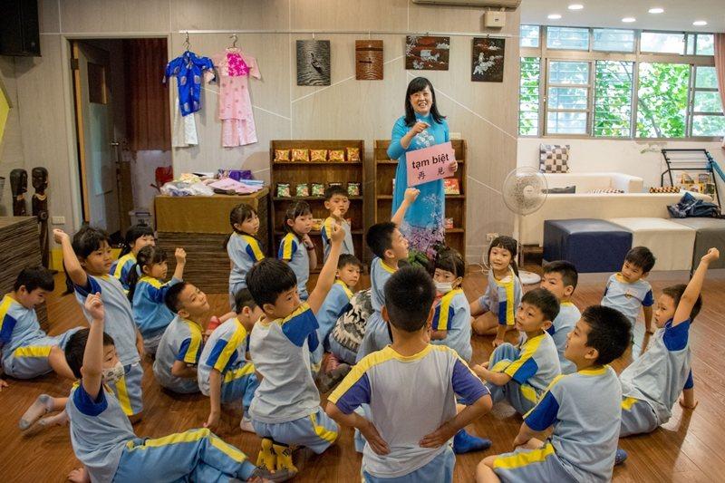 全國第一位新住民準校長楊小梅,同樣也來自越南。 圖/新北市教育局