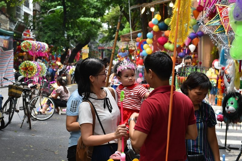 國小時,同學不曾喊玉芳的越南名字,而是喊Con ba tàu(華人的孩子)。示意圖,攝於越南。  圖/新華社