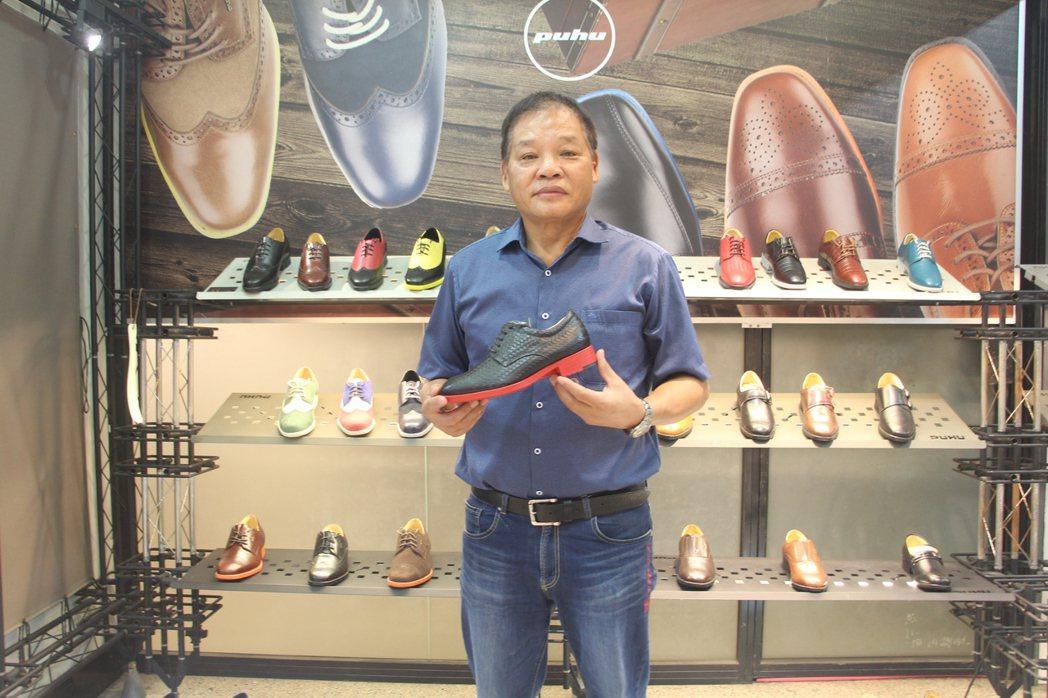 彪琥董事長薛永昌(圖中)希望將鞋子的多層價值提供給消費者,透過生物力學、人因工程...
