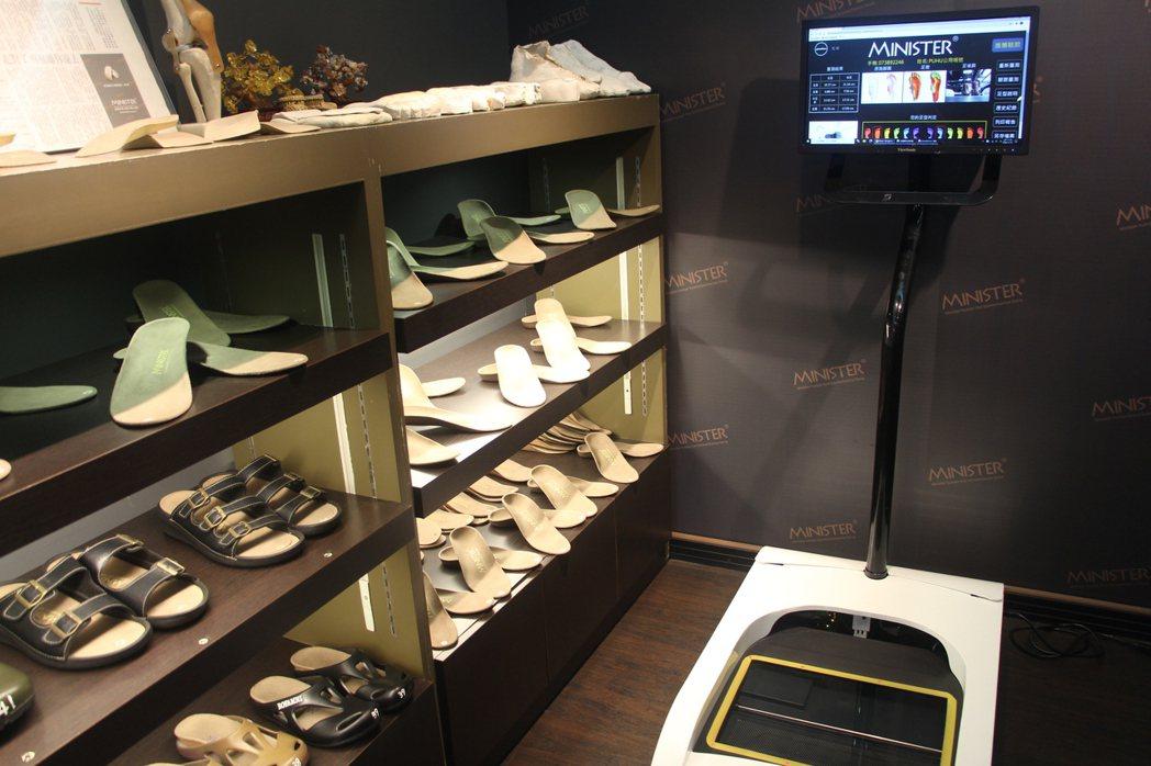 德國引進的足部掃瞄系統,透過人因工程和足部生物力學針對不同的腳型,提供客製化足弓...