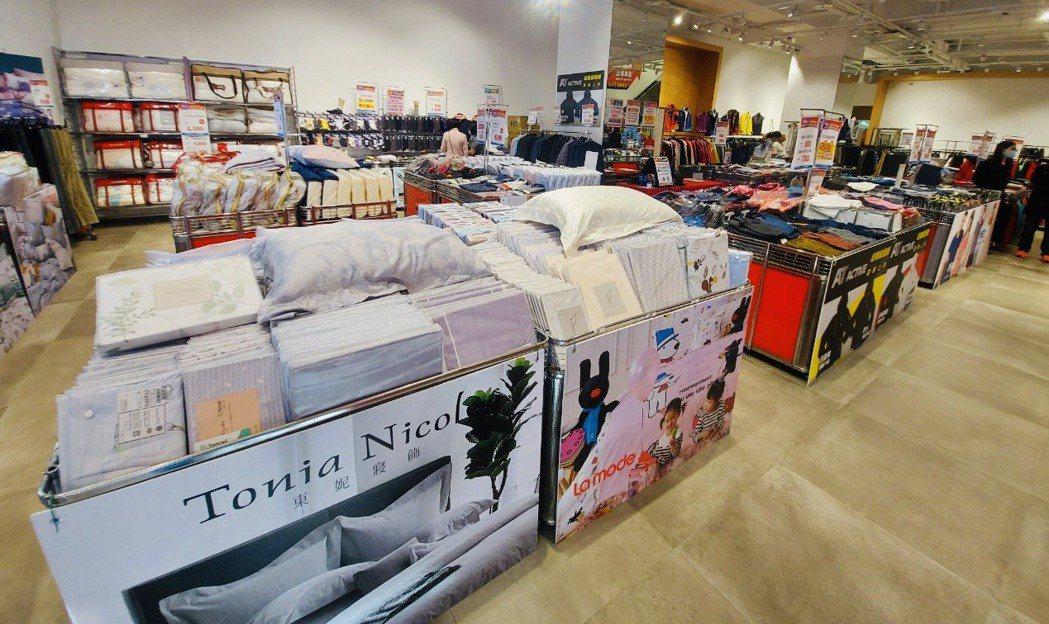 品牌寢飾商品主力推薦「床包枕套三件組」,多款花色且尺寸齊全。業者/提供